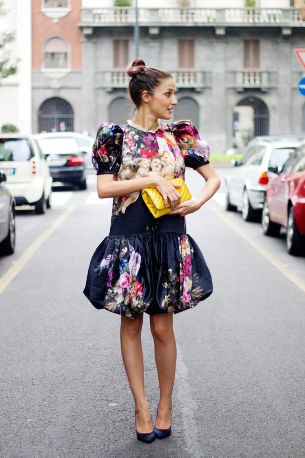 4.-eccentric-dress-with-yellow-bag.jpg