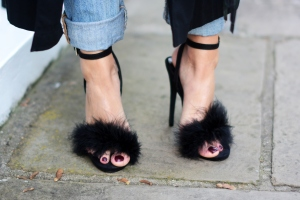 EJSTYLE-Missguided-black-fluffy-feather-Carrie-heels-sandals-SATC-shoes-Urban-shoe-myth-London-Street-Style