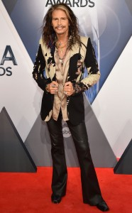 rs_634x1024-151104164919-634.Steven-Tyler-CMA-Awards.jl.110415