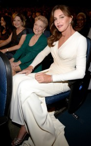 rs_634x1024-150715200725-600.mom-sister.caitlyn-jenner-espys-awards.ls.71515