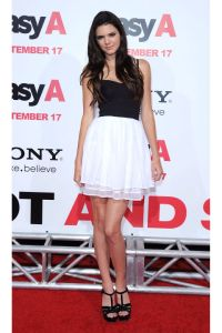 54bc3375880f8_-_hbz-kendall-jenner-2010-easy-a-los-angeles-premiere