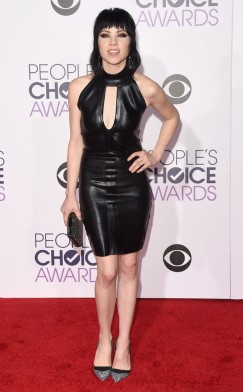 rs_634x1024-160106170018-634-carly_rae_jepsen-peoples-choice-awards-010616