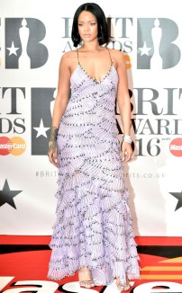 rs_634x1024-160224114027-634.Rihanna-Brit-Awards.jl.022416