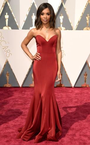 rs_634x1024-160228145939-634.Zuri-Hall-Oscars-2016-Academy-Awards