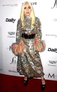 rs_634x1024-160320192206-634.Lady-Gaga-Daily-Front-Row-Fashion-LA-Awards.ms.032016