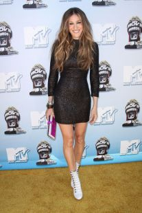 sarah-jessica-parker-2008-mtv-movie-awards-black-dress-white-boots-h724