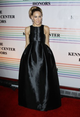 WASHINGTON, DC - DECEMBER 04: Actress Sarah Jessica Parker arrives at the 34th Kennedy Center Honors held at the Kennedy Center Hall of States on December 4, 2011 in Washington, DC. (Photo by Michael Tran/Getty Images)