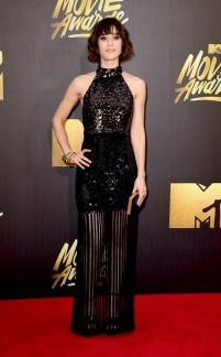 rs_634x1024-160409190039-634.Lizzy-Caplan-MTV-Movie-Awards-tt-040916