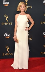 rs_634x1024-160918170150-634-emmy-awards-arrivals-julie-bowen