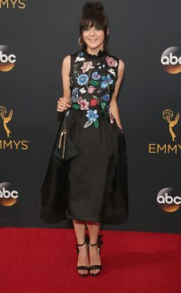 rs_634x1024-160918170636-634-emmy-awards-arrivals-maisie-williams