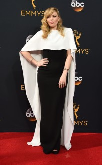 rs_634x1024-160918173916-634-emmy-awards-arrivals-natasha-lyonne