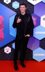 rs_634x1024-161106122311-634-shawn-mendes-cm-11616