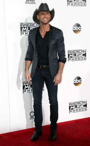 rs_634x1024-161120170313-634-ama-tim-mcgraw-cm-112016