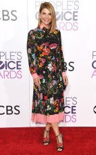 rs_634x1024-170118171347-634-lori-loughlin-peoples-choice-awards-11816