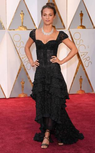 rs_634x1024-170226162524-634-academy-awards-oscars-2017-arrivals-alicia-vikander