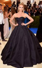 rs_634x1024-170501155132-634-met-gala-2017-arrivals-candice-swanepoel