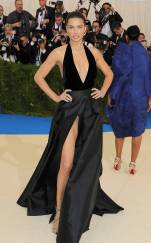 rs_634x1024-170501155524-634-met-gala-2017-arrivals-adriana-lima