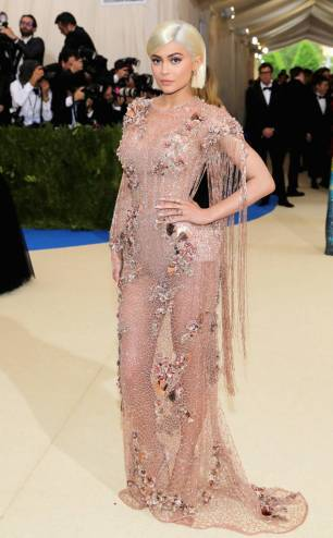 rs_634x1024-170501163129-634-met-gala-2017-arrivals-kylie-jenner