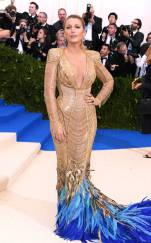rs_634x1024-170501171950-634.Blake-Lively-Met-Gala-2017-Arrivals.ms.050117