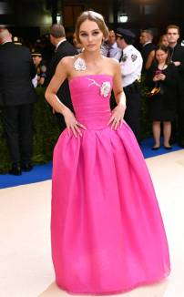 rs_634x1024-170501174142-634.Lily-Rose-Depp-Met-Gala-2017-Arrivals.ms.050117