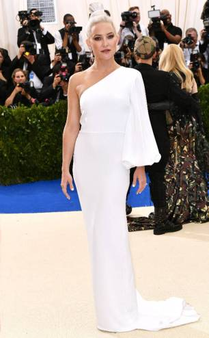 rs_634x1024-170501174810-634.KAte-Hudson-Met-Gala-2017-Arrivals.ms.050117