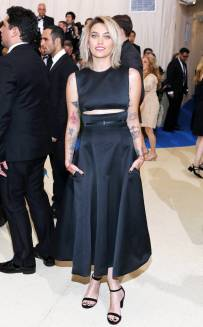 rs_634x1024-170501175420-634.Paris-Jackson-Met-Gala-2017-Arrivals.ms.050117