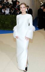 rs_634x1024-170501185648-634.Zoey-Deutch-Met-Gala-2017-Arrivals.ms.050117