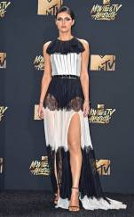 rs_634x1024-170507170519-634-Alexandra-Daddario-mtv-movie-tv-awards-2017