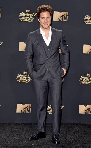 rs_634x1024-170507173458-634-diego-boneta-mtv-movie-tv-awards-2017