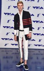 rs_634x1024-170827160202-634-Machine-Gun-Kelly-mtv-vma-1