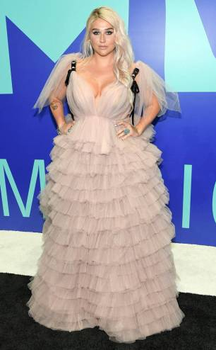 rs_634x1024-170827171528-634-mtv-vma-kesha