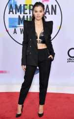 rs_634x1024-171119154725-634-hailee-stenfeld-amas-arrivals