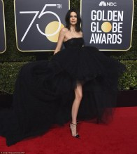 47DDB64B00000578-5244529-Model_pose_Kendall_Jenner_arrived_to_the_75th_Annual_Golden_Glob-m-196_1515371265262