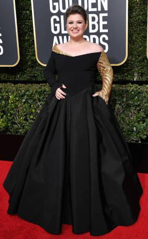 rs_634x1024-180107152509-634-red-carpet-fashion-2018-golden-globe-awards-kelly-clarkson