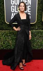 rs_634x1024-180107155753-634-laurie-metcalf-red-carpet-fashion-2018-golden-globe-awards-
