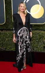 rs_634x1024-180107163532-634-red-carpet-fashion-2018-golden-globe-awards-margot-robbie