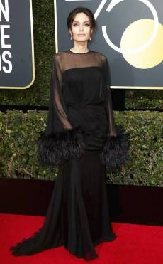 rs_634x1024-180107163847-634-angelina-red-carpet-fashion-2018-golden-globe-awards-