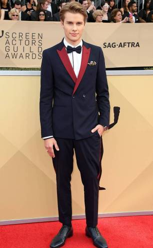 rs_634x1024-180121145705-634-red-carpet-fashion-2018-SAG-awards-logan-shroyer.ct.012118