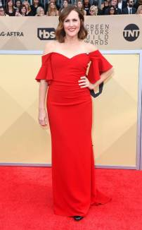 rs_634x1024-180121151824-634-red-carpet-fashion-2018-SAG-awards-molly-shannon