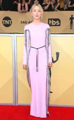 rs_634x1024-180121165727-634-red-carpet-fashion-2018-SAG-awards-Saoirse-Ronan