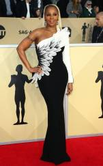 rs_634x1024-180121170357-634-red-carpet-fashion-2018-SAG-awards-mary-j-blige
