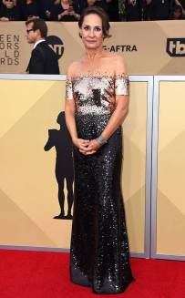 rs_634x1024-180121170530-634-red-carpet-fashion-2018-SAG-awards-laurie-metcalf.ct.012118