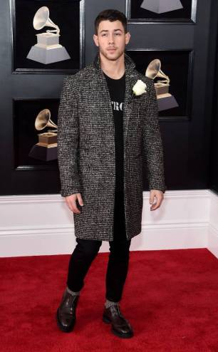 rs_634x1024-180128153457-634-nick-jonas-red-carpet-fashion-2018-grammy-awards