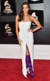 rs_634x1024-180128155140-634-red-carpet-fashion-2018-grammy-awards-hailee-steinfeld