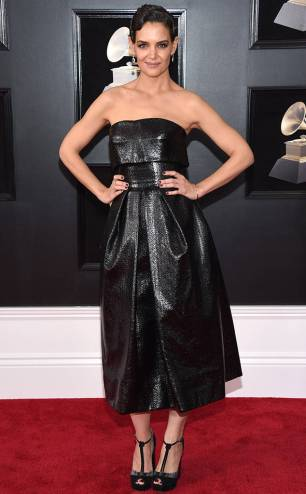 rs_634x1024-180128160114-634-red-carpet-fashion-2018-grammy-awards-katie-holmes.ct.012818