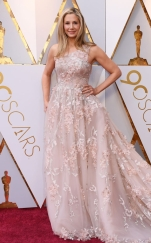 rs_634x1024-180304152605-634-2018-oscars-academy-awards-mira-sorvinno