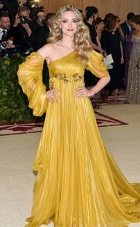 rs_634x1024-180507154156-634.amanda-seyfried-met-gala-2018-arrivals.ct.050718