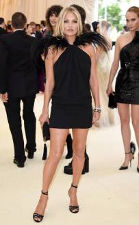 rs_634x1024-180507160445-634.Kate-Moss-Met-Gala-2018-Arrivals