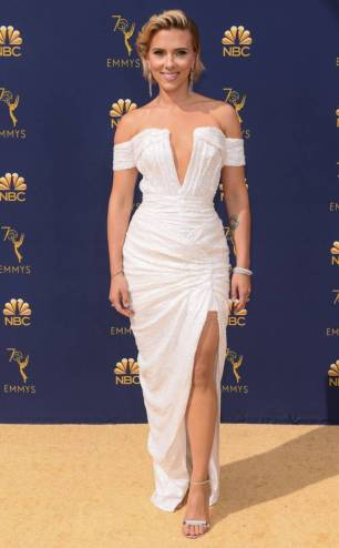 rs_634x1024-180917151405-634-2018-emmy-awards-red-carpet-fashions-scarlett-johansson
