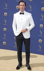 rs_634x1024-180917155135-634-milo-ventimiglia-2018-emmy-awards-red-carpet-fashion